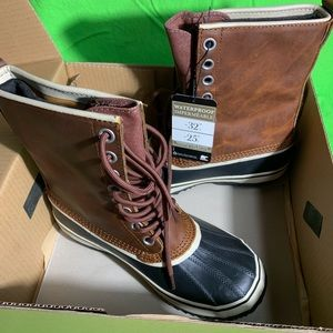 New in box Woman's Sorel winter boots size 8